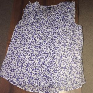 Gap blue and white top